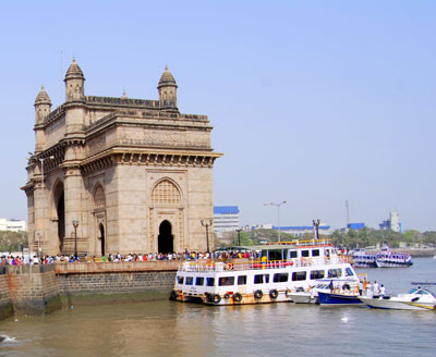 Gateway of India with ocean