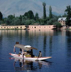 Hotels Within 10 Kms Of Dal Lake