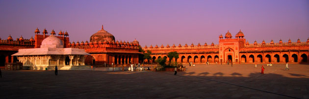 tourist attractions and forts neat New Delhi