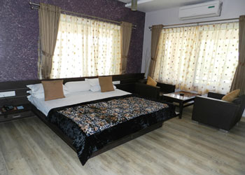 Hotel Lake Palace, Mount Abu hotel